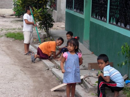 Honduran Children Outside